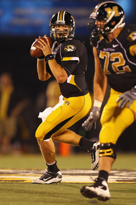 COLUMBIA, MISSOURI - OCTOBER 23: Blaine Gabbert #11of the Missouri Tigers looks to pass the ball against the Oklahoma Sooners at Faurot Field/Memorial Stadium on October 23, 2010 in Columbia, Missouri.  (Photo by Dilip Vishwanat/Getty Images)