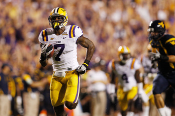 BATON ROUGE, LA - SEPTEMBER 25:  Patrick Peterson #7 of the Louisiana State Univeristy Tigers runs for a touchdown against the West Virginia Mountaineers at Tiger Stadium on September 25, 2010 in Baton Rouge, Louisiana.  (Photo by Chris Graythen/Getty Ima