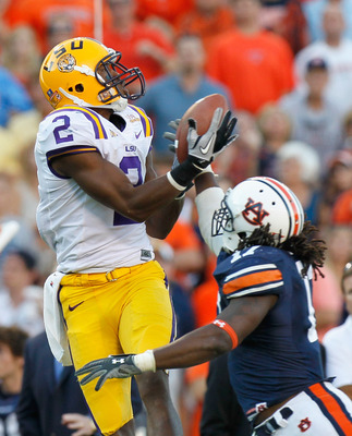 AUBURN, AL - OCTOBER 23:  Rueben Randle #2 of the LSU Tigers pulls in this touchdown reception against Josh Bynes #17 of the Auburn Tigers at Jordan-Hare Stadium on October 23, 2010 in Auburn, Alabama.  (Photo by Kevin C. Cox/Getty Images)