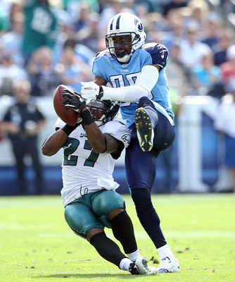 NASHVILLE, TN - OCTOBER 24:  Quintin Mikell #27 of the Philadelphia Eagles grabs the ball away fom Nate Washington #85 of the Tennessee Titans for an interception during the NFL game at LP Field on October 24, 2010 in Nashville, Tennessee.  (Photo by Andy