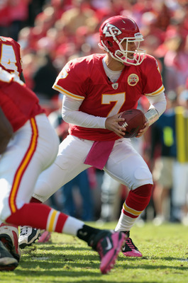 KANSAS CITY, MO - OCTOBER 24:  Quarterback Matt Cassel #7 of the Kansas City Chiefs passes during the game against the Jacksonville Jaguars on October 24, 2010 at Arrowhead Stadium in Kansas City, Missouri.  (Photo by Jamie Squire/Getty Images)