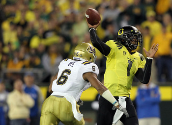 EUGENE, OR - OCTOBER 21:  Darron Thomas #1 of the Oregon Ducks throws a pass against  Tony Dye #6 of the UCLA Bruins  on October 21, 2010 at the Autzen Stadium in Eugene, Oregon.  (Photo by Jonathan Ferrey/Getty Images)