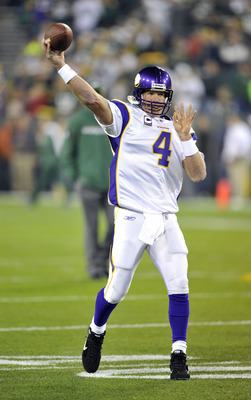 GREEN BAY, WI - OCTOBER 24:  Brett Favre #4 of the Minnesota Vikings warms up before their game against the Green Bay Packers at Lambeau Field on October 24, 2010 in Green Bay, Wisconsin. (Jim Prisching/Getty Images)