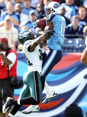 NASHVILLE, TN - OCTOBER 24:  Kenny Britt #18 of the Tennessee Titans catches a touchdown pass while defended by Ellis Hobbs #31 of the Philadelphia Eagles during the NFL game at LP Field on October 24, 2010 in Nashville, Tennessee. The Titans won 37-19.