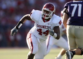 SEATTLE - SEPTEMBER 13:  Defensive end Jeremy Beal #44 of the Oklahoma Sooners pressures the play during the game against the Washington Huskies on September 13, 2008 at Husky Stadium in Seattle, Washington. The Sooners defeated the Huskies 55-14.(Photo b