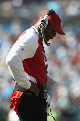 CHARLOTTE, NC - OCTOBER 24:  Head coach Mike Singletary of the San Francisco 49ers walks to the sidelines against the Carolina Panthers during their game at Bank of America Stadium on October 24, 2010 in Charlotte, North Carolina.  (Photo by Streeter Leck