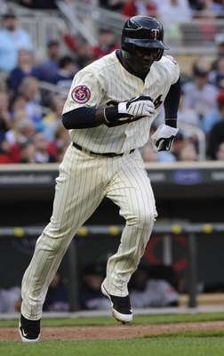 MINNEAPOLIS, MN - APRIL 12: Orlando Hudson #1 of the Minnesota Twins runs to first in the eighth inning against the Boston Red Sox during the Twins home opener at Target Field on April 12, 2010 in Minneapolis, Minnesota. (Photo by Hannah Foslien /Getty Im