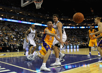 LONDON, ENGLAND - OCTOBER 04:  Steve Blake (C) of the Los Angeles Lakers in action during the NBA Europe Live match between the Los Angeles Lakers and the Minnesota Timberwolves at the O2 arena on October 4, 2010 in London, England.  (Photo by Clive Rose/