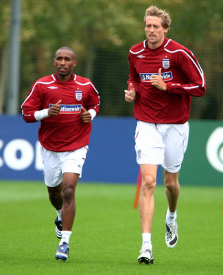 LONDON COLNEY, UNITED KINGDOM - OCTOBER 07:  Jermain Defoe and Peter Crouch of England during the England training session at London Colney on October 7, 2008 in London, England.  (Photo by Phil Cole/Getty Images)