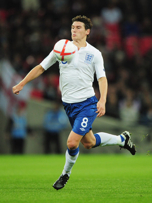 LONDON, ENGLAND - OCTOBER 12: Gareth Barry of England controls the ball during the UEFA EURO 2012 Group G Qualifying match between England and Montenegro at Wembley Stadium on October 12, 2010 in London, England.  (Photo by Shaun Botterill/Getty Images)
