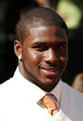 HOLLYWOOD - JULY 12:  Football player Reggie Bush arrives at the 2006 ESPY Awards at the Kodak Theatre on July 12, 2006 in Hollywood, California.  (Photo by Frazer Harrison/Getty Images)
