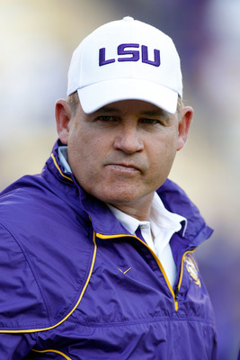 BATON ROUGE, LA - OCTOBER 16:  Head coach Les Miles of the Louisiana State University Tigers watches his team warm up before playing the McNeese State Cowboys at Tiger Stadium on October 16, 2010 in Baton Rouge, Louisiana.  (Photo by Chris Graythen/Getty