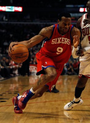 CHICAGO - FEBRUARY 20: Andre Iguodala #9 of the Philadelphia 76ers moves against the Chicago Bulls at the United Center on February 20, 2010 in Chicago, Illinois. The Bulls defeated the 76ers 122-90. NOTE TO USER: User expressly acknowledges and agrees th
