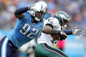 NASHVILLE, TN - OCTOBER 24:  Will Witherspoon #92 of the Tennessee Titans tackles Jeremy Maclin #18 of the Philadelphia Eagles during the NFL game at LP Field on October 24, 2010 in Nashville, Tennessee. The Titans won 37-19.  (Photo by Andy Lyons/Getty I