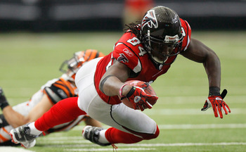 ATLANTA - OCTOBER 24:  Roddy White #84 of the Atlanta Falcons dives for more yardage against the Cincinnati Bengals at Georgia Dome on October 24, 2010 in Atlanta, Georgia.  (Photo by Kevin C. Cox/Getty Images)