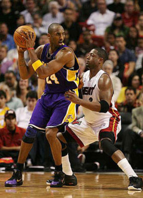 Kobe Bryant posting up Dwyane Wade