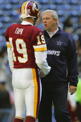 IRVING, TX - DECEMBER 26:  Head coach Bill Parcells of the Dallas Cowboys speaks with Washington Redskins punter Tom Tupa #19 before the game on December 26, 2004 at Texas Stadium in Irving, Texas.   The Cowboys won 13-10.  (Photo by Ronald Martinez/Getty