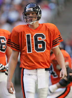IRVING, TX - NOVEMBER 25:  Quarterback Craig Krenzel #16 of the Chicago Bears looks on while facing the Dallas Cowboys on November 25, 2004 at Texas Stadium in Irving, Texas.   (Photo by Ronald Martinez/Getty Images)
