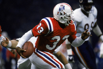 NEW ORLEANS - JANUARY 26:  Running back Tony Collins #33 of the New England Patriots carries the ball during Superbowl XX against the Chicago Bears at the Louisiana Superdome on January 26, 1986 in New Orleans, Louisiana.  The Bears defeated the Pats 46-1