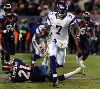 DENVER - DECEMBER 30:  Tavaris Jackson #7 of the Minnesota Vikings breaks into the open field for a long run during fourth quarter of the football game against the Denver Broncos at Invesco Field at Mile High on December 30, 2007 in Denver, Colorado.  (Ph