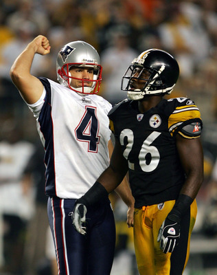 PITTSBURGH, PA - SEPTEMBER 25:  Adam Vinatieri #4 of the New England Patriots celebrates his last second field goal in front of Eugene Wilson #26 of the Pittsburgh Steelers during the fourth quarter at Heinz Field on September 25, 2005 in Pittsburgh, Penn