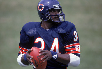 1985:  Running back Walter Payton #34 of the Chicago Bears looks on to pass during training camp in 1985. (Photo by Jonathan Daniel/Getty Images)