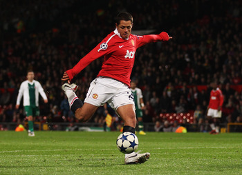 MANCHESTER, ENGLAND - OCTOBER 20:  Javier Hernandez of Manchester United in action during the UEFA Champions League Group C match between Manchester United and Bursaspor Kulubu at Old Trafford on October 20, 2010 in Manchester, England.  (Photo by Alex Li