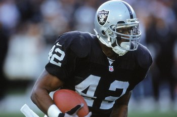 24 Dec 2000:  Terry Kirby #42 of the Oakland Raiders moves with the ball during the game against the Carolina Panthers at the Network Associates Coliseum in Oakland, California.  The Raiders defeated the Panthers 52-9.Mandatory Credit: Tom Hauck  /Allspor