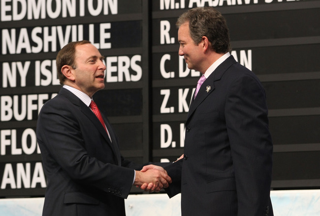 MONTREAL, QC - JUNE 26:  Executive Vice President and General Manager Ray Shero of the Pittsburgh Penguins greets NBA Commissioner Gary Bettman on stage during the first round of the 2009 NHL Entry Draft at the Bell Centre on June 26, 2009 in Montreal, Qu