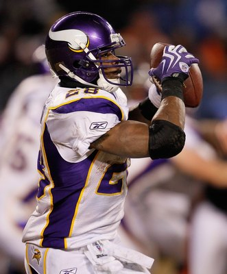 CHICAGO - DECEMBER 28: Adrian Peterson #28 of the Minnesota Vikings catches a pass against the Chicago Bears at Soldier Field on December 28, 2009 in Chicago, Illinois. The Bears defeated the Vikings 36-30 in overtime. (Photo by Jonathan Daniel/Getty Imag