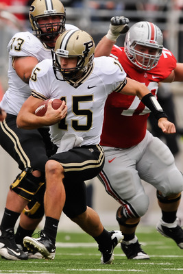 COLUMBUS, OH - OCTOBER 23:  Quarterback Rob Henry #15 of the Purdue Boilermakers runs with the ball against the Ohio State Buckeyes at Ohio Stadium on October 23, 2010 in Columbus, Ohio.  (Photo by Jamie Sabau/Getty Images)