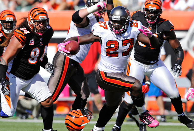 CINCINNATI, OH - OCTOBER 10:  LeGarrette Blount #27 of the Tampa Bay Buccaneers reverses his direction while running with the ball against the Cincinnati Bengals at Paul Brown Stadium on October 10, 2010 in Cincinnati, Ohio.  (Photo by Jamie Sabau/Getty I