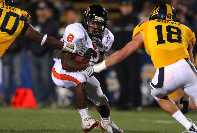 BERKELEY, CA - NOVEMBER 07:  James Rodgers #8 of the Oregon State Beavers runs against the California Golden Bears at California Memorial Stadium on November 7, 2009 in Berkeley, California.  (Photo by Jed Jacobsohn/Getty Images)