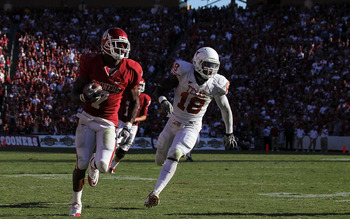 DALLAS - OCTOBER 02:  Running back Demarco Murray #7 of the Oklahoma Sooners runs past D.J. Grant #18 of the Texas Longhorns in the third quarter at the Cotton Bowl on October 2, 2010 in Dallas, Texas.  (Photo by Ronald Martinez/Getty Images)
