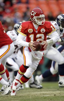 KANSAS CITY, MO - DECEMBER 6:  Quarterback Brodie Croyle #12 of the Kansas City Chiefs motions to hand off the ball during their NFL game against the Denver Broncos on December 6, 2009 at Arrowhead Stadium in Kansas City, Missouri. The Broncos defeated th
