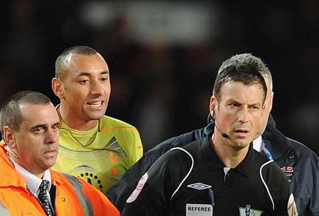 MANCHESTER, ENGLAND - OCTOBER 30:   Heurello Gomez of Tottenham argues with referee Mark Clattenburg after the Barclays Premier League match between Manchester United and Tottenham Hotspur at Old Trafford on October 30, 2010 in Manchester, England.  (Phot
