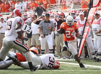 Kendall Hunter gets the corner against Georgia.  This image is from 2009 in Stillwater, Okla.