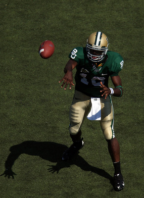 Baylor quarterback, Robert Griffin III makes a throw.  The Bears are sporting green jerseys against OU in 2008.