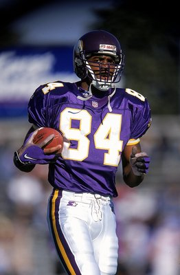 26 Dec 1998:  Randy Moss #84 of the Minnesota Vikings in action during the game against the Tennessee Oilers at the Vanderbilt Stadium in Nashville, Tennessee. The Vikings defeated the Oilers 26-16. Mandatory Credit: Andy Lyons  /Allsport