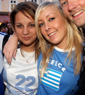 Greekhotfootballfemalefans-sexygreecesoccergirls-13_display_image