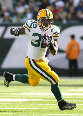 EAST RUTHERFORD, NJ - OCTOBER 31:  Brandon Jackson #32 of the Green Bay Packers runs the ball against the New York Jets on October 31, 2010 at the New Meadowlands Stadium in East Rutherford, New Jersey.  (Photo by Jim McIsaac/Getty Images)