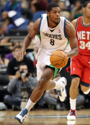 MINNEAPOLIS - OCTOBER 28: Ryan Gomes #8 of the Minnesota Timberwolves brings the ball up court against the New Jersey Nets at the Target Center on October 28, 2009 in Minneapolis, Minnesota. The Timberwolves defeated the Nets 95-93. NOTE TO USER: User exp