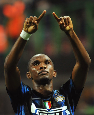 MILAN, ITALY - SEPTEMBER 29:  Samuel Eto'o of FC Internazionale Milano celebrates after scoring the opening goal during the UEFA Champions League group A match between FC Internazionale Milano and SV Werder Bremen at Stadio Giuseppe Meazza on September 29