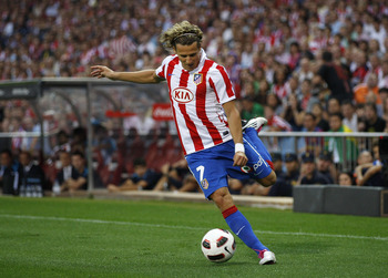 MADRID, SPAIN - SEPTEMBER 19:  Diego Forlan of Atletico Madrid in action during the La Liga match between Atletico Madrid and Barcelona at Vicente Calderon Stadium on September 19, 2010 in Madrid, Spain.  (Photo by Angel Martinez/Getty Images)
