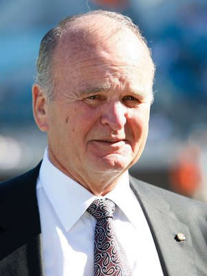 JACKSONVILLE, FL - OCTOBER 26: Wayne Weaver, owner of the Jacksonville Jaguars, prior to a game against the Cleveland Browns at Jacksonville Muncipal Stadium on October 26, 2008 in Jacksonville, Florida.  (Photo by Sam Greenwood/Getty Images)