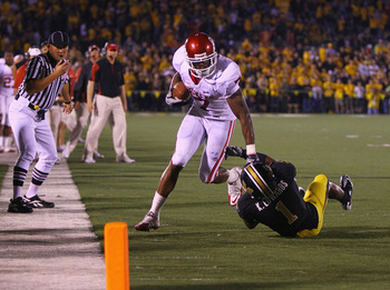 COLUMBIA, MO - OCTOBER 23: DeMarco Murray #7 scores a touchdown against Kip Edwards #1of the Oklahoma Sooners at Faurot Field/Memorial Stadium on October 23, 2010 in Columbia, Missouri.  The Tigers beat the Sooners 36-27.  (Photo by Dilip Vishwanat/Getty