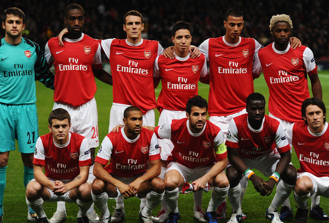 LONDON, ENGLAND - OCTOBER 19:  Arsenal line up prior to the UEFA Champions League Group H match between Arsenal and FC Shakhtar Donetsk at the Emirates Stadium on October 19, 2010 in London, England.  (Photo by Laurence Griffiths/Getty Images)