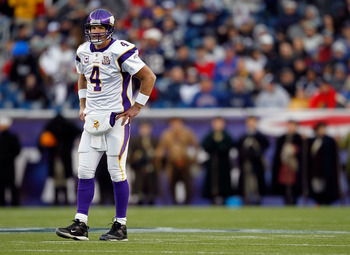 FOXBORO, MA - OCTOBER 31:  Brett Favre #4 of the Minnesota Vikings takes a breather between plays against the New England Patriots at Gillette Stadium on October 31, 2010 in Foxboro, Massachusetts. (Photo by Jim Rogash/Getty Images)