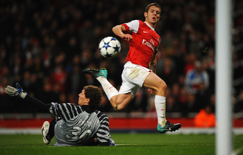 LONDON, ENGLAND - OCTOBER 19:  Jack Wilshere of Arsenal shoots past Andriy Pyatov of Shakhtar Donetsk to score their fourth goal during the UEFA Champions League Group H match between Arsenal and FC Shakhtar Donetsk at the Emirates Stadium on October 19,