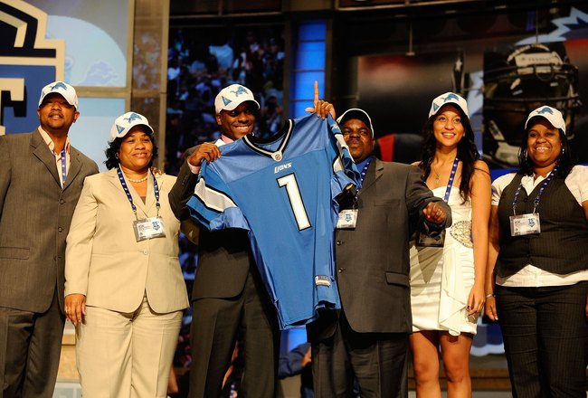 NEW YORK - APRIL 22:  Jahvid Best from the California Golden Bears poses with friends and family as he holds up a Detroit Lions jersey after the Lions selected Best number 30 overall during the first round of the 2010 NFL Draft at Radio City Music Hall on
